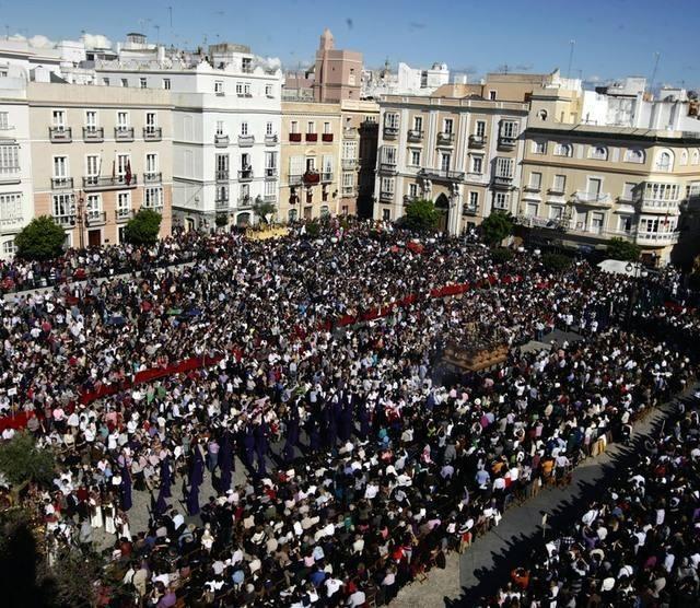 https://www.grupolamarmita.com/wp-content/uploads/2018/07/procesion-magna-cadiz-640x556.jpg
